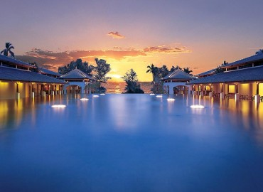 Pool // Photo by: JW Marriott